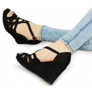 Dámské botky na platformě v černé barvě