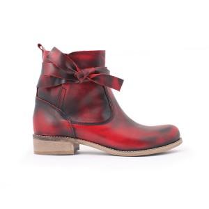 Dámské kožené boty s vázáním v červené barvě
