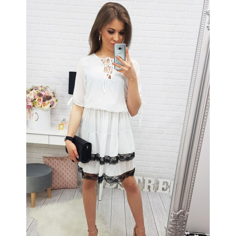 f555532fefd Bílé šaty na léto volného střihu s krátkými rukávy