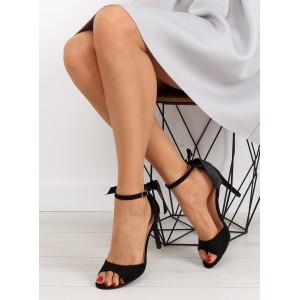 Černé sandály na podpatku na každou společenskou událost