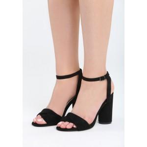 Černé sandály s hrubým podpatkem