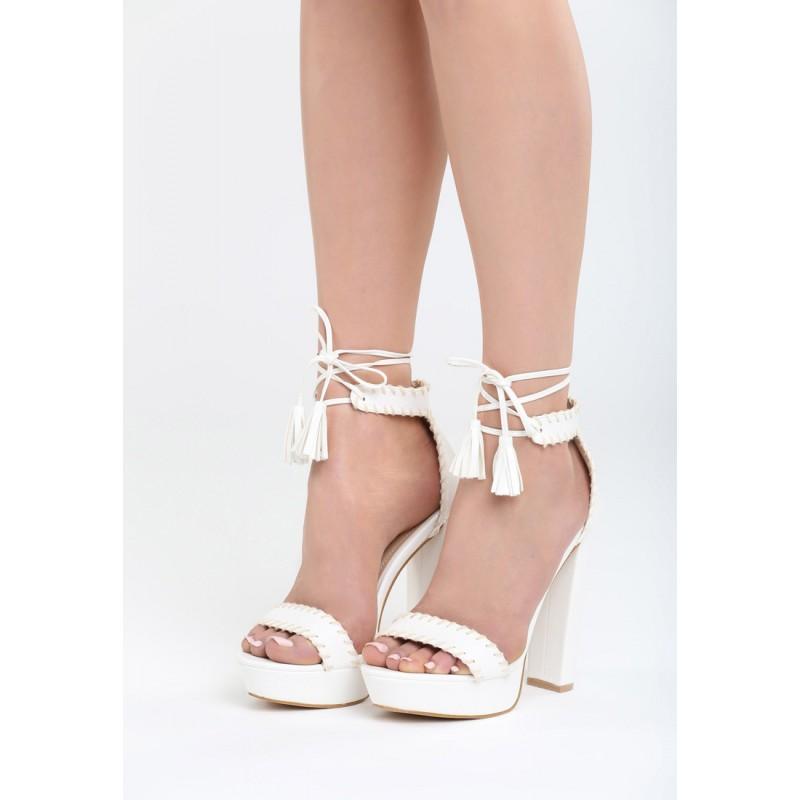 102273be790b Bílé sandály na klínku