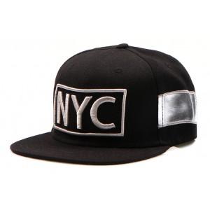 Černá kšiltovka s nápisem NYC