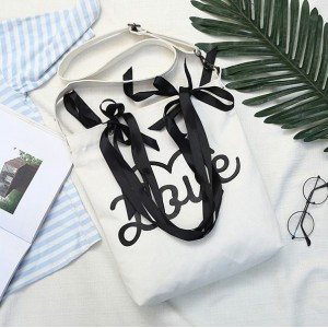 Pletené tašky s nápisem LOVE
