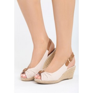 Dámské sandály na klínku béžové barvy