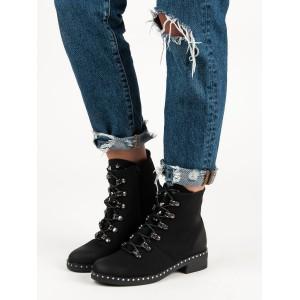 Zimní boty na podpatku černé barvy
