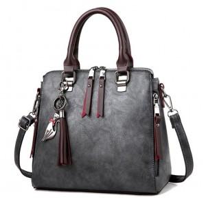 Luxusní kabelka v tmavě šedé barvě s třásněmi