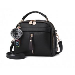 Dámská kabelka crossbody s přívěskem černá