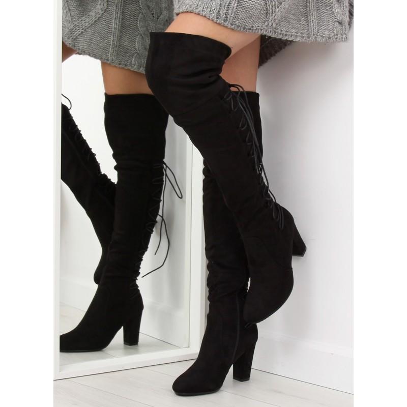 e6a59107c439 Stylové černé kozačky nad kolena s extravagantním šněrováním