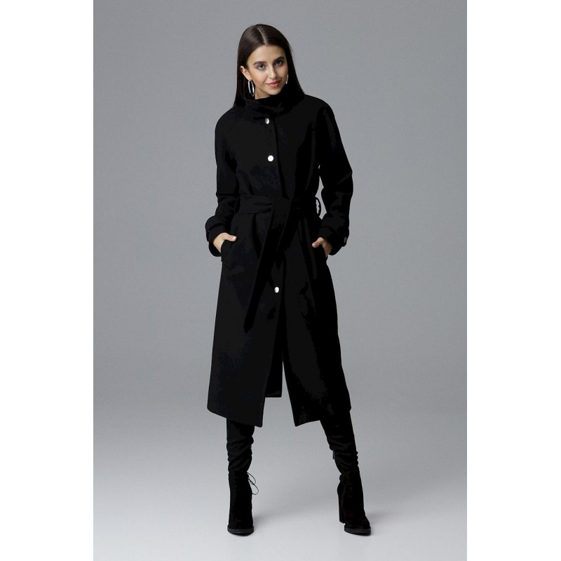 Dlouhý dámský černý kabát s módním stojáčkem a páskem v oblasti pasu 83ec94ce2f2