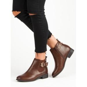 Hnědé dámské kotníkové zimní boty s trendy vybíjením přezkou