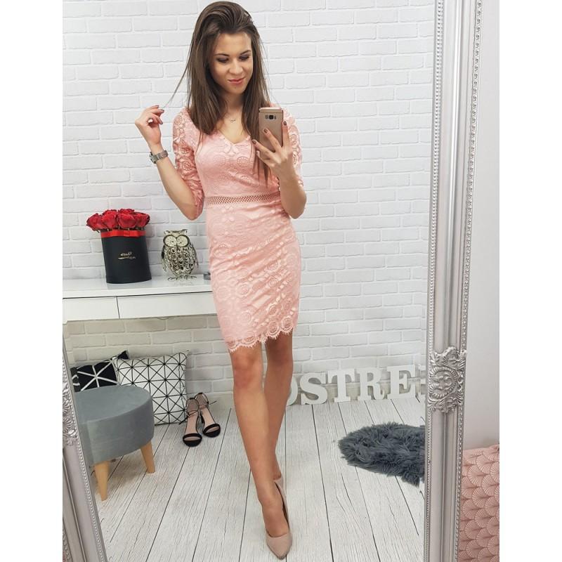 b9a360d1c17b Krajkové šaty v růžové barvě na párty a plesy
