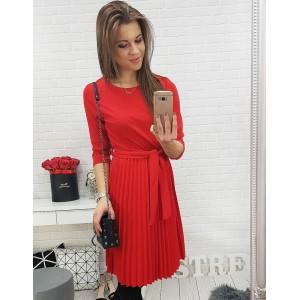 Krásné červené šaty na formální příležitosti