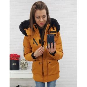 Prošívaná dámská hořčicová zimní bunda s odnímatelnou kapucí