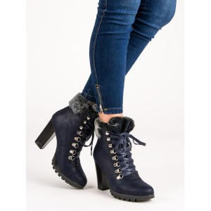 Stylové dámské modré kotníkové kozačky na podpatku s trendy kožíškem