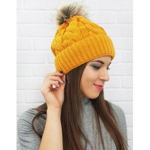 Stylová dámská čepice na zimu ve žluté barvě