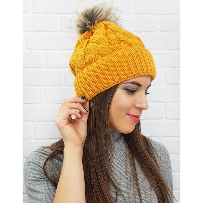 40cc74ce25f Stylová dámská čepice na zimu ve žluté barvě