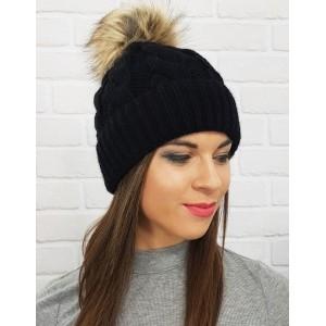 Levná dámské zimní čepice v černé barvě s bambulí