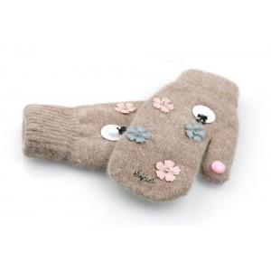 Dámské rukavice na zimu v hnědé barvě s květinami