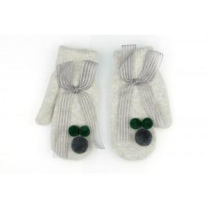 Šedé dámské rukavice na zimu zdobené pomponi a mašlí