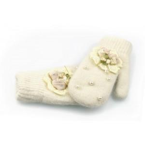 Béžové rukavice na zimu pro dámy s perlami