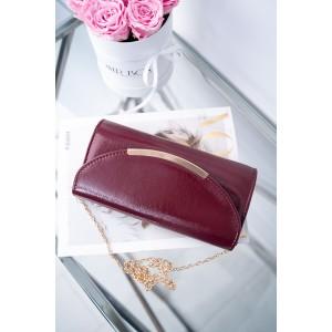 Bordó lakovaná listová kabelka s ozdobnou zlatou přezkou a řetízkem