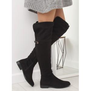 Černé semišové dámské kozačky nad kolena s decentní přezkou