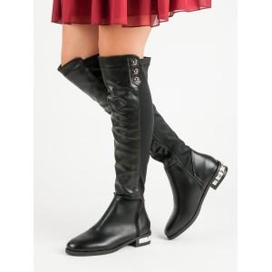 Černé dámské kozačky na nízkém podpatku s aplikací na podpatku