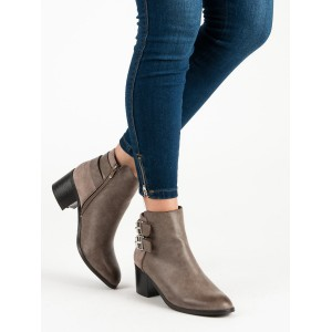 Béžové dámské kotníkové boty na hrubém podpatku s trendy přezkami