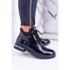 Stylové dámské černé lakované kotníkové boty s kamínky