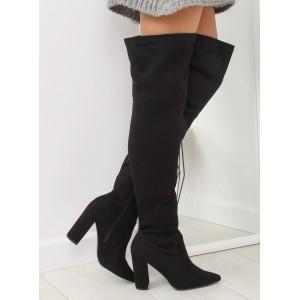Trendy dámské mušketýrky nad kolena s ostrou špičkou a na podpatku