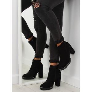 Černé semišové kotníkové kozačky na platformě a vysokém podpatku
