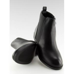 Černé dámské kotníkové boty na nízkém podpatku s boční gumou