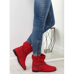 Dámské kotníkové červené boty s ozdobnými přezkami a řetízkem