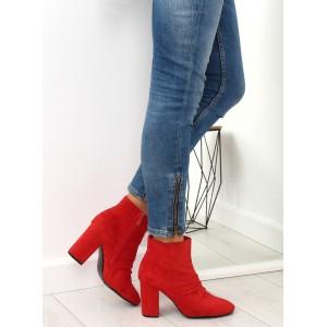 Dámské červené kotníkové kozačky na podpatku s trendy nařasením